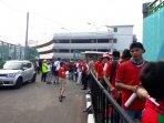 antrean-pendukung-timnas-indonesia-di-stadion_20180812_165350.jpg