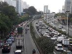 arus-lalu-lintas-di-jalan-s-parman-senin-862020.jpg