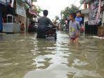 banjir-dengan-ketinggian-sekira-50-60-sentimeter-merendam-jalan-rorotan-iii.jpg