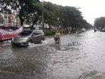 banjir-kelapa-gading-motor-nekat.jpg
