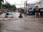 banjir-mengepung-sejumlah-titik-di-jalan-aria-putra.jpg