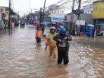 banjir-menyebabkan-jalan-raya-bintara-kota-bekasilumpuh-banjir.jpg