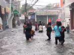 banjir-merendam-permukiman-warga-di-jalan-tegal-parang-v-jakarta-selatan-rabu-27102021.jpg