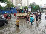 banjir-yang-merendam-jalan-gunung-sahari-pademangan-2.jpg