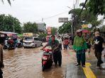banjir-yang-terjadi-di-jalan-raya-pondok-gede-bekasi.jpg