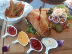 beef-trilogy-burger-di-hotel-santika-premiere-hayam-wuruk-jakarta.jpg