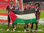 bendera-palestina-di-wembley.jpg