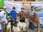 bni-syariah-tangerang-menyalurkan-bantuan-hewan-kurban-kepada-warga.jpg
