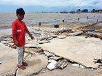 bocak-tempat-kerjanya-hancur-diterjang-tsunami.jpg