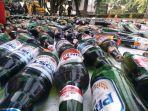 botol-miras-dan-ganja-di-halaman-kantor-wali-kota-depok-jumat-20122019.jpg