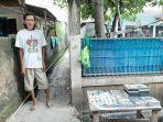 budi-penjual-kaset-bekas-dan-mobil-mainan-di-dalam-gang-masjid-2-a.jpg