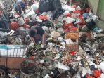 budi-tukang-sampah-di-pondok-kelapa-selasa-232021.jpg