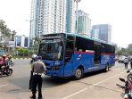 bus-transjabodetabek-di-tilang_20180503_142642.jpg