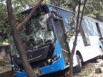 bus-transjakarta-menabrak.jpg