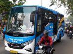 bus-transpatriot-saat-melintas-di-jalan-ir-h-juanda-depan-stasiun-bekasi.jpg