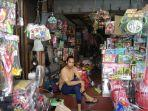 candra-pedagang-mainan-di-pasar-gembrong-jatinegara-jakarta-timur.jpg