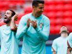 cristiano-ronaldo-bersama-pemain-timnas-portugal.jpg