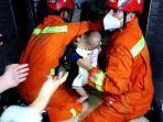 damkar-evakuas-pengunjung-terjebak-di-dalam-lift-tkok-busana.jpg
