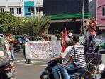 demo-di-depan-apartemen-bassura-city-cipinang-besar-selatan-jatinegara_20180824_182339.jpg