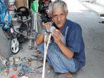 didi-penjual-mainan-kincir-angin-di-kawasan-pasar-minggu-jakarta-selatan.jpg