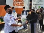 distribusi-bantuan-beras-kepada-guru-ngaji-marbot-masjid.jpg