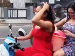 dua-gadis-seksi-mandi-dan-keramas-sambil-mengendarai-motor-di-mojokerto-viral-di-facebook-dan-wa.jpg