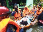 evakuasi-warga-korban-banjir-sabtu-2022021.jpg