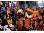 foto-evakuasi-mahasiswa-unsika-yang-meninggal-teperangkap-di-goa-lele.jpg