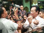 gubernur-diy-sri-sultan-hamengku-buwono-x-saat-menjawab-pertanyaan-wartawan.jpg