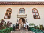 gubernur-dki-jakarta-anies-baswedan-mengunjungi-gereja-gpib.jpg