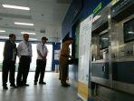 gubernur-dki-jakarta-anies-baswedan-saat-membeli-tiket-mrt-di-stasiun-fatmawati.jpg