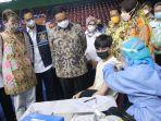gubernur-dki-jakarta-anies-baswedan-saat-meninjau-vaksinasi-bagi-pencari-suaka-di-gor-bulungan.jpg