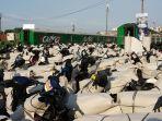 hari-pertama-angkutan-motor-gratis-motis-di-stasiun-jakarta-gudang.jpg