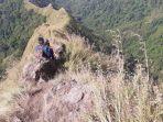 hari-sukopirno-warga-jember-saat-melakukan-pendakian-di-gunung-piramid-bondowoso.jpg