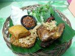 hidangan-ayam-kampung-goreng-kremes-bu-puji-beserta-sambel-geledek_20180629_101247.jpg