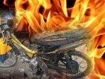 ilustrasi-sepeda-motor-dibakar.jpg