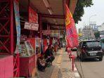 jajaran-penjual-nasi-kapau-di-sentra-makanan-kramat-senen-jakarta-pusat.jpg