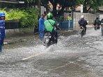 jalan-bojana-tirta-raya-pulogadung-jakarta-timur-masih-terendam.jpg