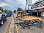 jalan-raya-bekasi-rusak-akibat-galian-pekerjaan-pln.jpg