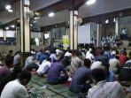jamaah-bersiap-tarawih-di-masjid-agung-sunda-kelapa_20180518_215045.jpg