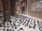 jemaah-salat-tarawih-malam-pertama-di-masjid-istiqlal.jpg