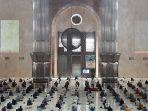 jemaah-tampak-antusias-melaksanakan-jumatan-di-masjid-istiqlal.jpg