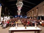 jemaat-mengikuti-malam-misa-di-gereja-katedral-selasa-24122019.jpg