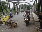 jembatan-patal-bekasi-ditutup-akibat-alami-pergeseran-usai-diter.jpg
