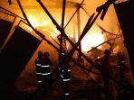 kebakaran-pabrik-timah_20181017_102824.jpg