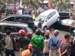 kecelakaan-beruntun-antara-empat-mobil-dan-satu-truk-tanah-terjadi-di-bilangan.jpg