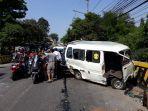 kecelakaan-mobil-menabrak-angkot-di-jalan-raya-puspiptek-tangerang-selatan.jpg