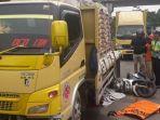 kecelakaan-truk-tabrak-pengendara-motor_20180313_162320.jpg