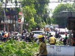 kegiatan-pemangkasan-pohon-di-jalan-ir-h-juanda-kota-bekasi-sabtu-30112019.jpg