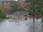 kelurahan-porisgaga-dibanjiri-setinggi-atap-rumah-112020.jpg